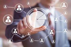 Homem com diagramas da Web do negócio da carta do ícone Imagem de Stock