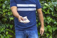 Homem com dinheiro Fotografia de Stock Royalty Free