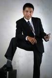 Homem com dispositivo móvel Fotos de Stock
