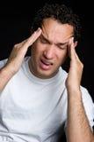 Homem com dor de cabeça fotografia de stock