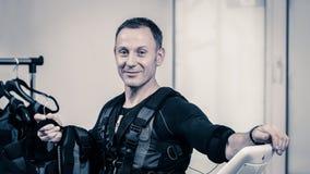 Homem com equipamento do EMS imagem de stock royalty free