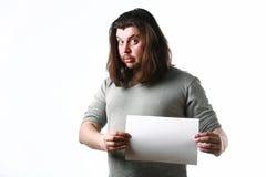 Homem com a folha de papel vazia Foto de Stock Royalty Free
