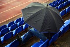 Homem com guarda-chuva Fotografia de Stock Royalty Free