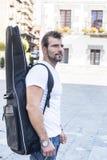 Homem com guitarra. foto de stock royalty free