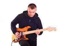 Homem com guitarra elétrica fotografia de stock royalty free