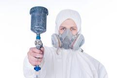 Homem com injetor do airbrush Fotografia de Stock