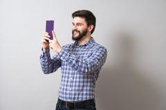 Homem com livro de texto Fotografia de Stock Royalty Free