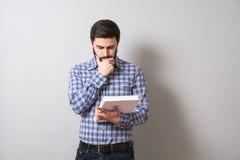Homem com livro de texto Foto de Stock Royalty Free