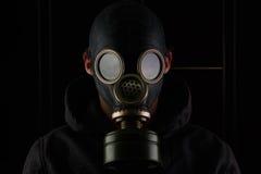 Homem com máscara de gás fotografia de stock royalty free