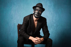 Homem com máscara preta Fotos de Stock Royalty Free