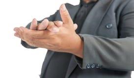 Homem com mão de aplauso do terno no branco foto de stock royalty free