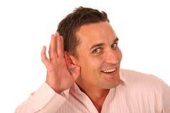 Homem com a mão colocada à orelha Imagem de Stock Royalty Free