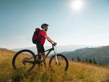 Homem com Mountain bike Fotografia de Stock Royalty Free