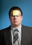 Homem com nota amarela Imagens de Stock