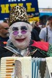 Homem com o acordeão pintado da cara e do jogo no 37th festival anual das bigas foto de stock royalty free