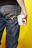Homem com o copo de chá branco Imagens de Stock Royalty Free