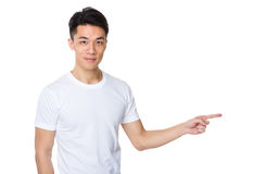 Homem com o dedo que mostra de lado Foto de Stock Royalty Free