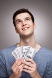 Homem com o dinheiro que olha acima imagens de stock royalty free