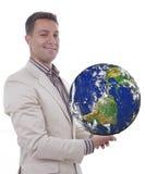 Homem com o globo nas mãos imagens de stock royalty free