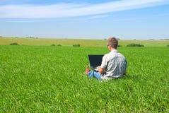 Homem com o portátil Imagem de Stock