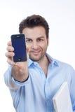 Homem com o telefone do portátil e de pilha fotografia de stock
