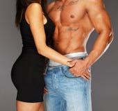 Homem com o torso muscular tattooed Imagem de Stock Royalty Free