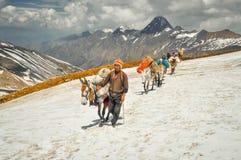 Homem com os óculos de sol em Nepal Imagem de Stock Royalty Free