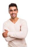 Homem com os braços cruzados e o sorriso Imagens de Stock