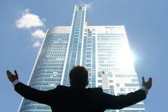 Homem com os braços outstretched Imagens de Stock Royalty Free