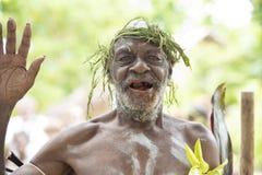 Homem com os dentes quebrados de mastigar porcas do bethel, Solomon Islands Fotografia de Stock Royalty Free