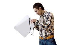 Homem com pacote do presente Fotos de Stock Royalty Free