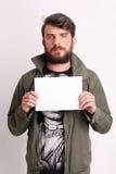 Homem com papel Fim acima branco fotografia de stock royalty free
