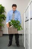 Homem com pertença em uma caixa foto de stock royalty free