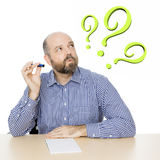 Homem com ponto de interrogação Fotos de Stock Royalty Free