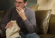 Homem com saco de serapilheira Fotografia de Stock