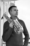 Homem com saxofone Fotografia de Stock Royalty Free