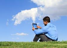 Homem com tabuleta digital foto de stock royalty free