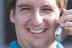 Homem com telefone de pilha Imagens de Stock Royalty Free