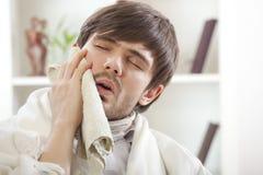 Homem com toothache Imagens de Stock