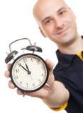 Homem com um despertador Fotos de Stock Royalty Free