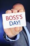 Homem com um quadro indicador com o dia do chefe do texto Fotografia de Stock Royalty Free