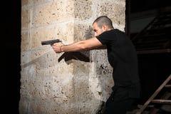 Homem com uma arma Foto de Stock Royalty Free