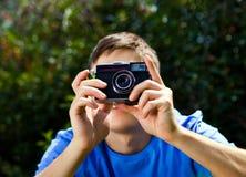 Homem com uma câmera fotos de stock