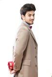 Homem com uma caixa de presente Fotografia de Stock Royalty Free