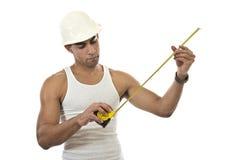 Homem com uma fita de medição Foto de Stock Royalty Free