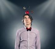 Homem com uma maçã em sua cabeça Fotos de Stock