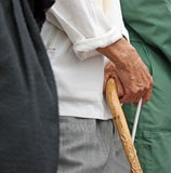 Homem com vara de passeio Fotos de Stock