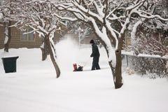 Homem com ventilador de neve Foto de Stock Royalty Free