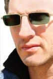 Homem com vidros escuros Imagem de Stock Royalty Free