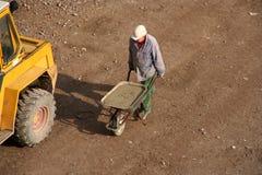 Homem com Wheelbarrow Imagens de Stock Royalty Free
